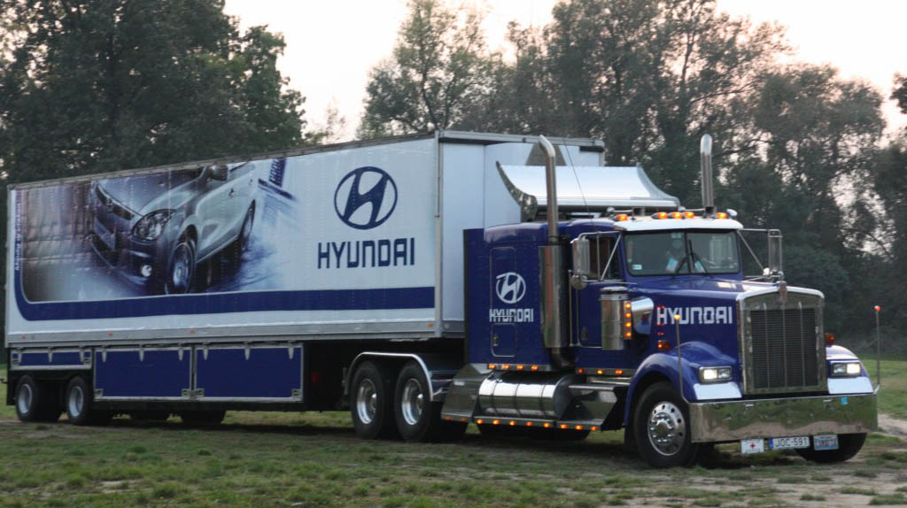 Hyundai roadshow rendezvénykamion
